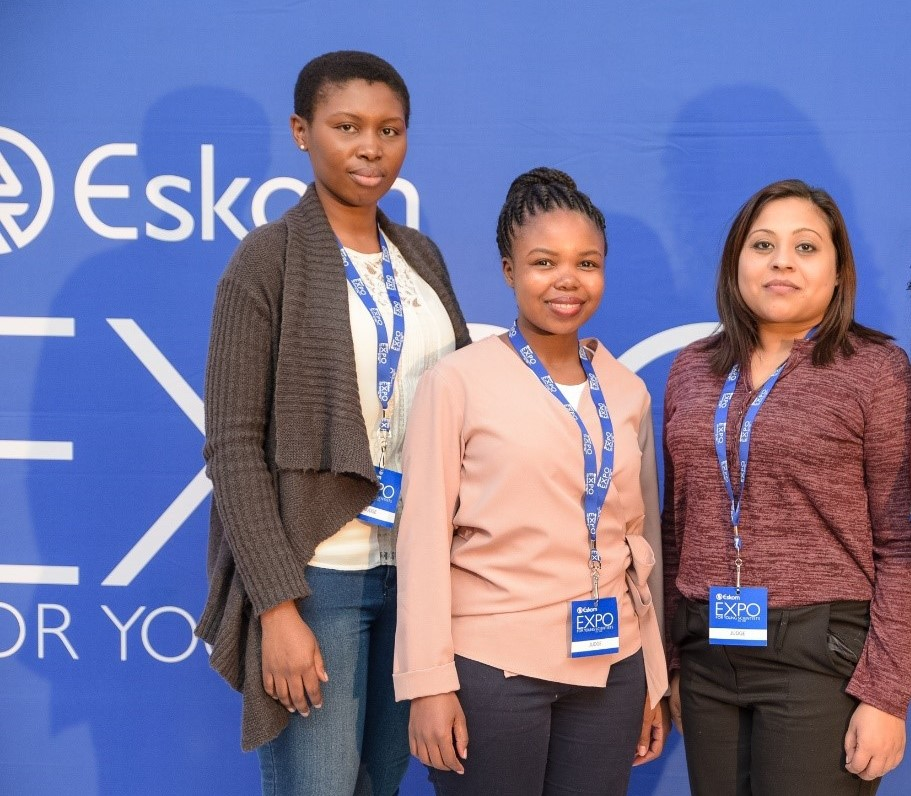 Durban, South African based SANTHE PhD trainees Sharon Khuzwayo and Bonisile Luthuli, and SANTHE Post-doctoral trainee, Alveera Singh, were all present to hand over SANTHE sponsored book prizes to the Eskom Expo winners.